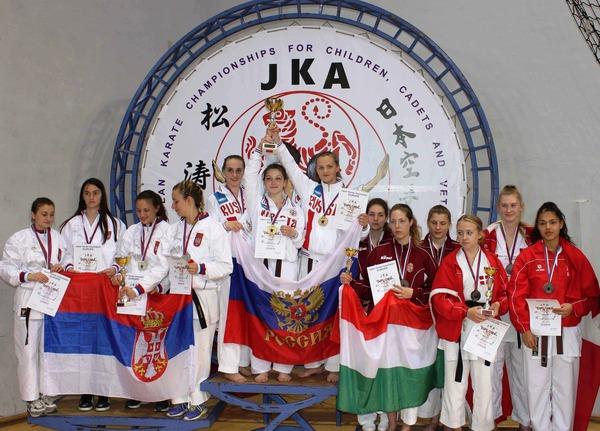 Российские девушки— лучшие вкомандном кумите среди спортсменок 16-17лет