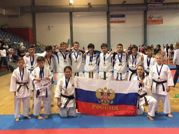 Российская команда намеждународном турнире посетокан карате-до вКадани