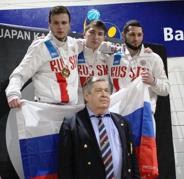 Напьедестале слева направо: Александр Рудь, Казбек Муталиев, Мхитар Мхитарян