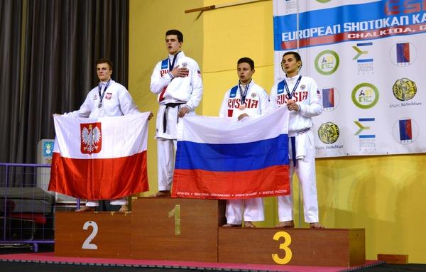 Напьедестале Евгений Молчанов (крайний справа)